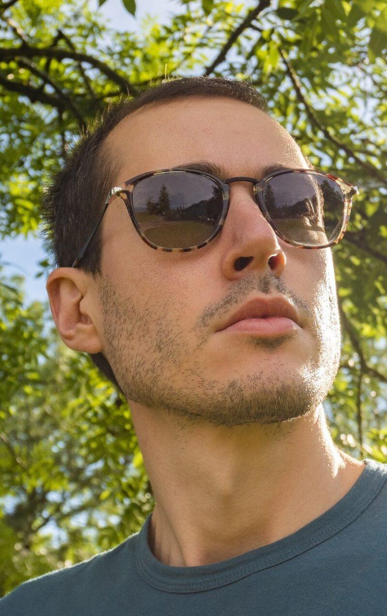 eyewear-sunglasses-man-outside
