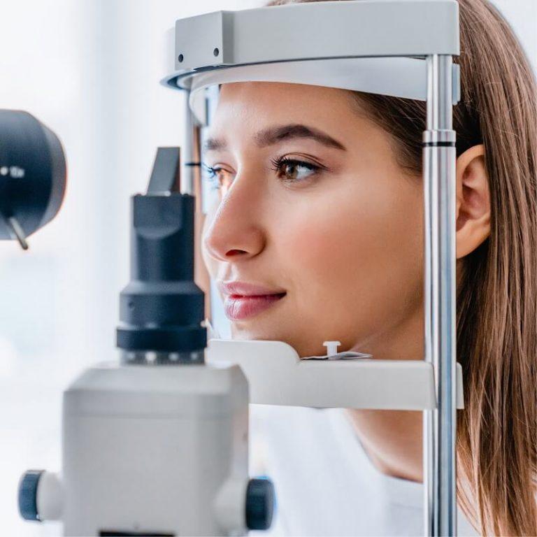eye-testing-lady